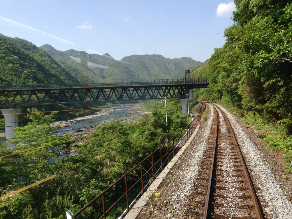 予土線の線路と橋