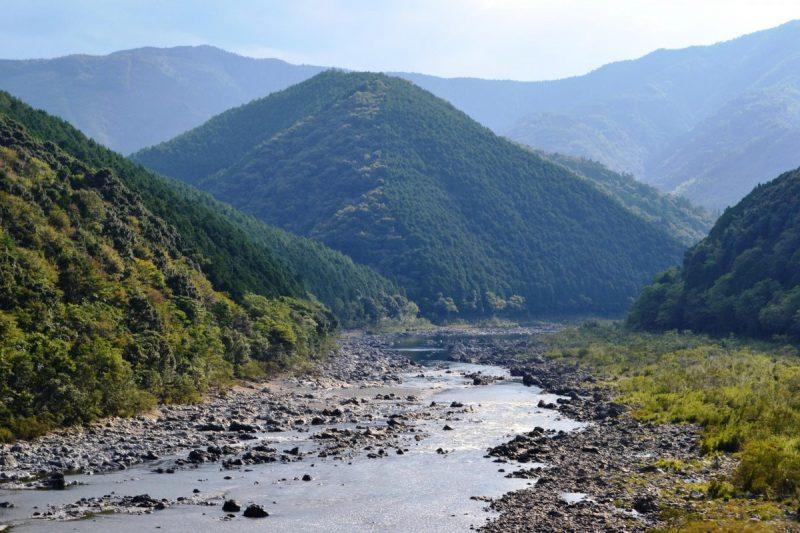 深い山と四万十川