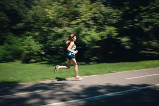 マラソン女性ランナー